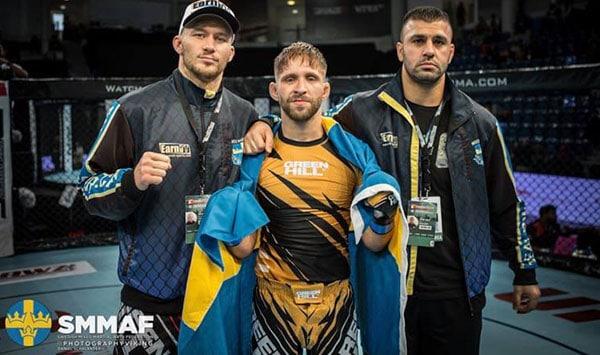 Renato med coach Axel Karlsson och Besam Yousef, Gladius MMA